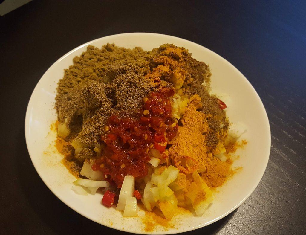 indisk kycklinggryta kryddor