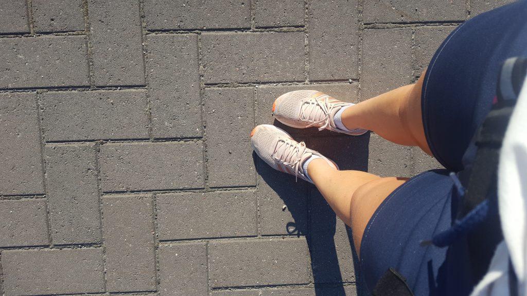 en långpromenad i solen