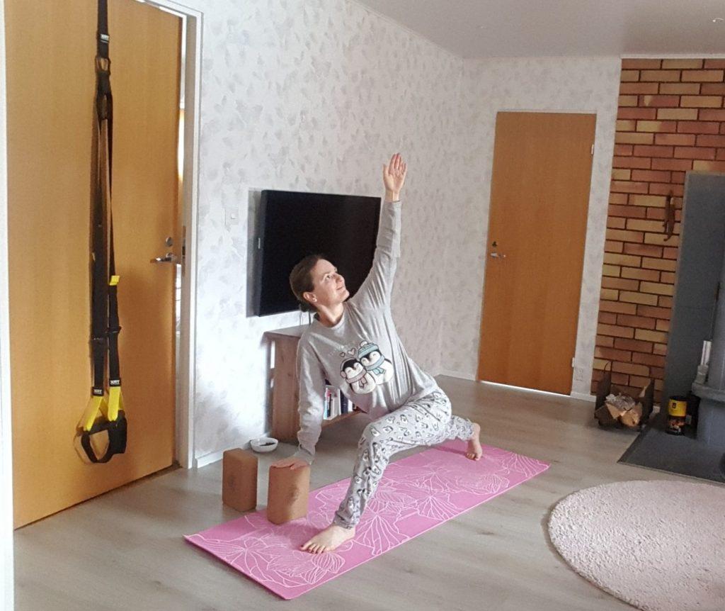 yoga i pyjamas